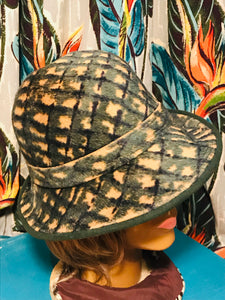 1940s Evergreen and Tan Printed Felt Womens Hat
