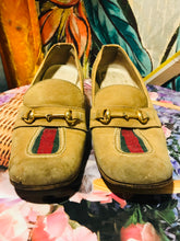Load image into Gallery viewer, Authentic Vintage GUCCI Pumps