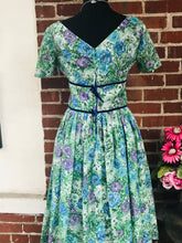 Load image into Gallery viewer, Beautiful 1950s Floral Party Dress