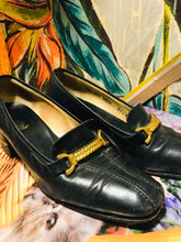 Load image into Gallery viewer, 1960s GUCCI Pumps with Gold Chain Accents