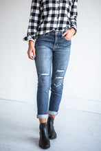 Load image into Gallery viewer, jeans-tomboy-high-rise-distressed-skinnies