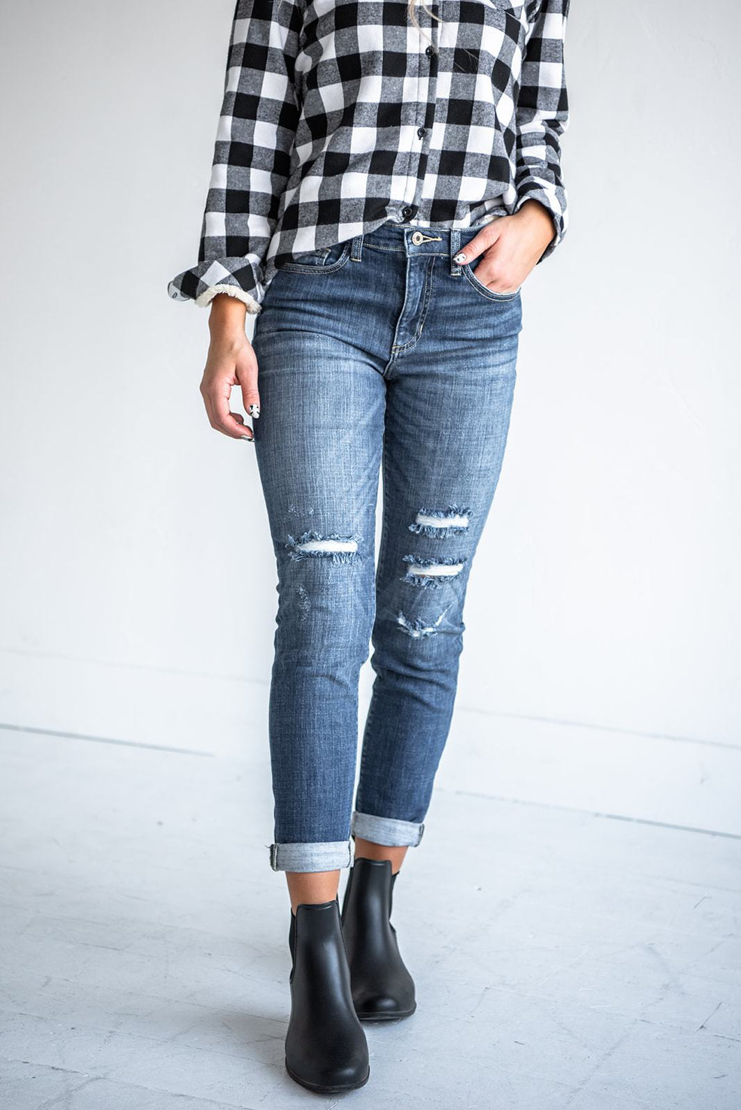 jeans-tomboy-high-rise-distressed-skinnies