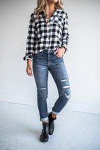 Load image into Gallery viewer, Tomboy High Rise Distressed Skinnies