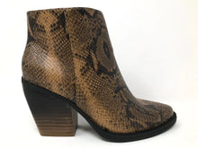 Load image into Gallery viewer, Two Tone Snakeskin Booties