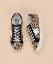 Load image into Gallery viewer, Leopard Print Star Sneaker