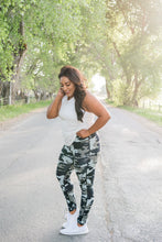 Load image into Gallery viewer, Jungle Camo Active Leggings