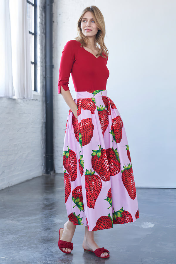 Maxi skirt with strawberry print pink