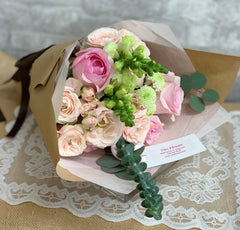 B27 - Blush Bouquet