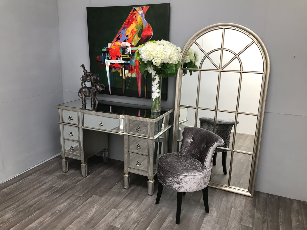 Mirrored dressing table vanity makeup