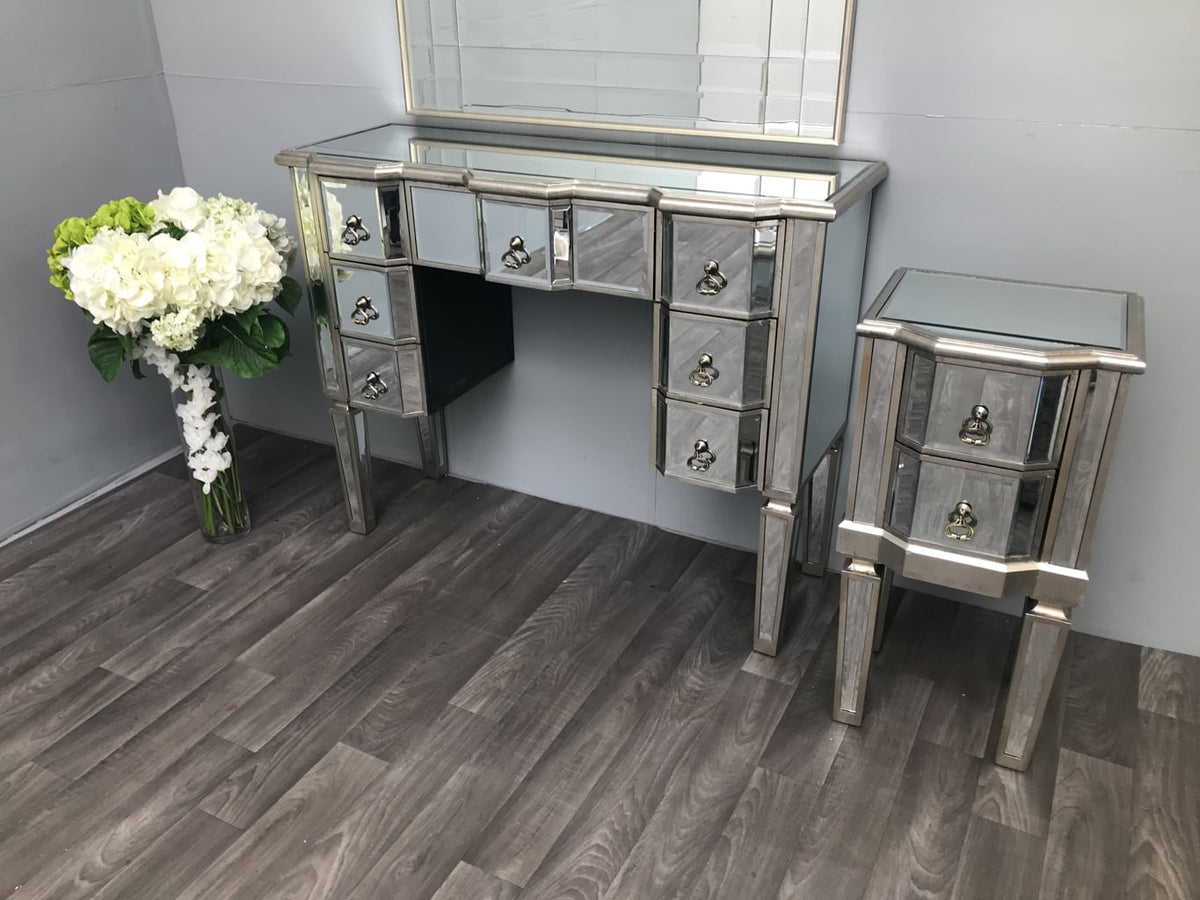 Charleston Kneehole Mirrored Dressing Table with 7 Drawers