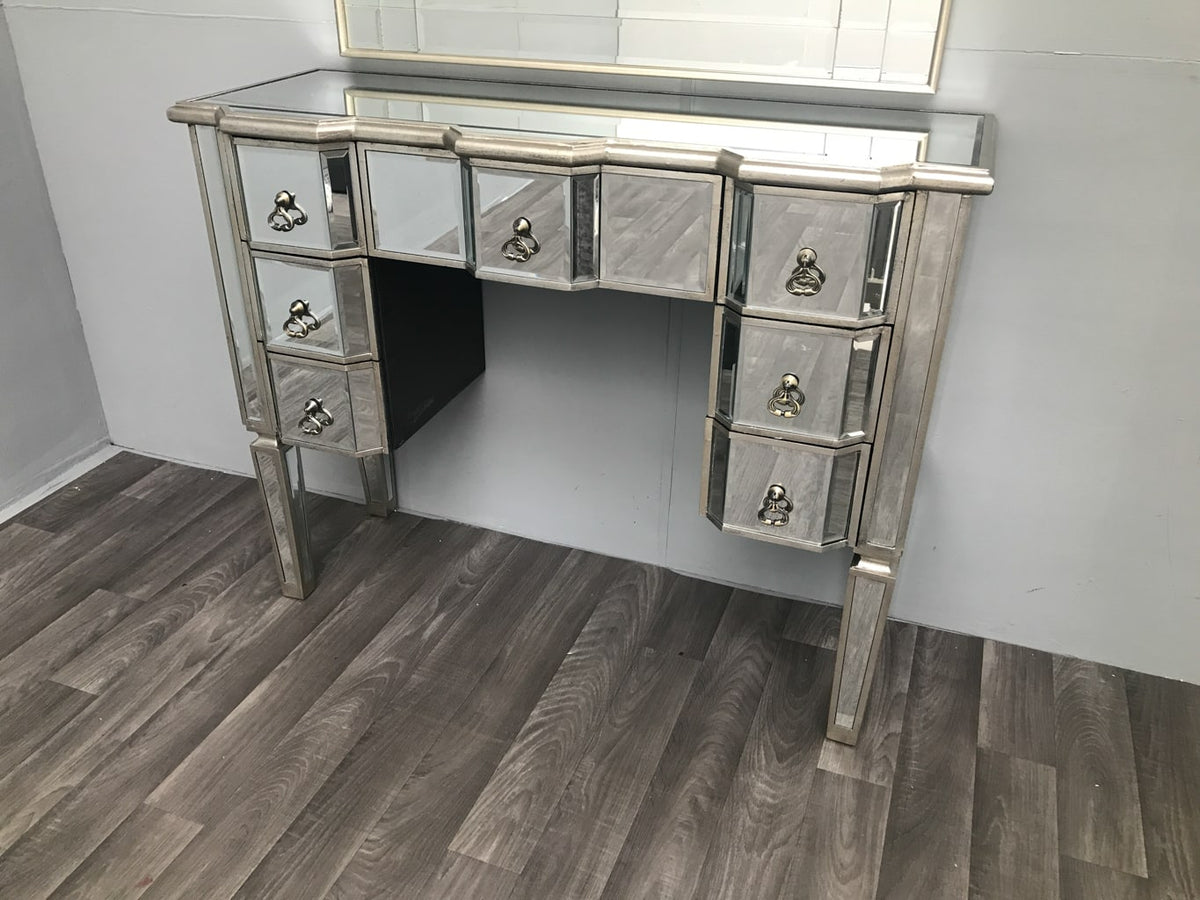 Mirrored Dressing Table » 7 Drawers » Kneehole
