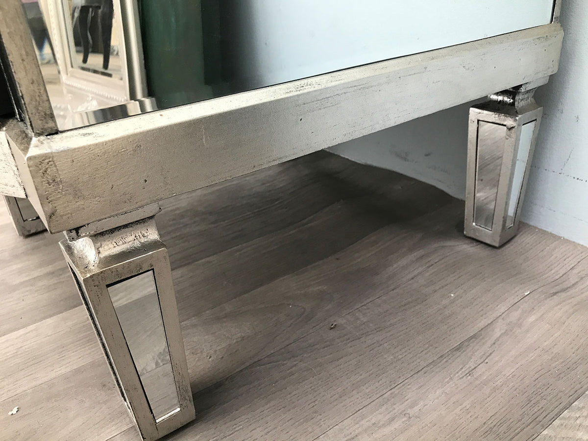 Closeup on the silver edge finish of a Mirrored Side Table with  2 Drawers - Charleston Collection
