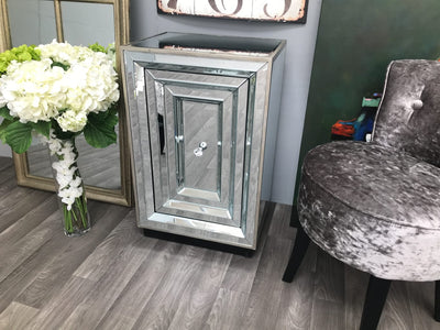 Mirrored Bedside Table with one Shelf - Hollywood Collection