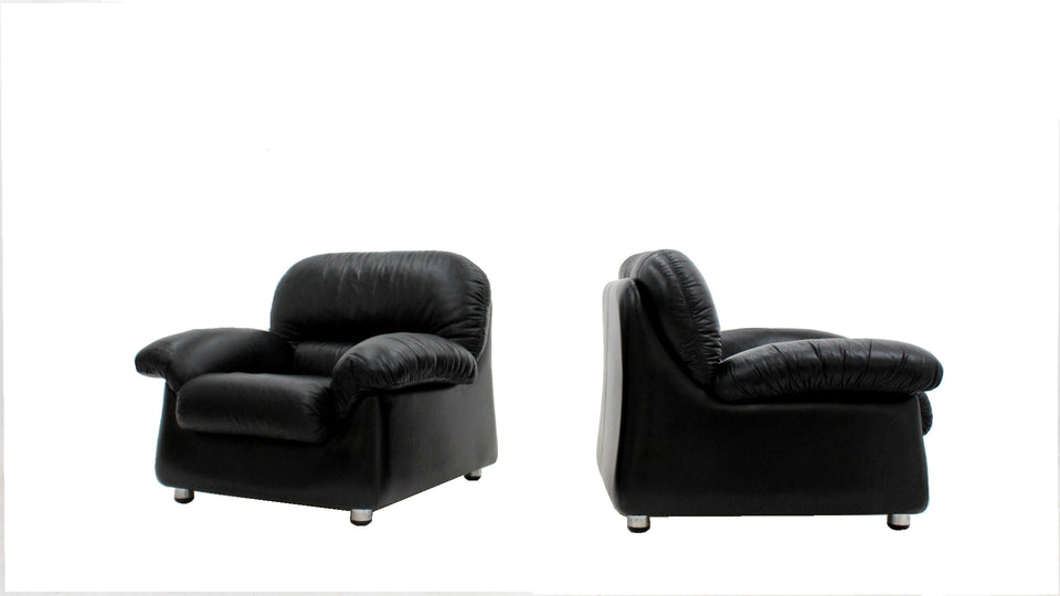 Sormani black leather vintage armchairs 1970s