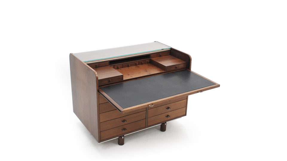 Model 804 walnut desk by Gianfranco Frattini for Bernini, scrittoio 804 Frattini per Bernini