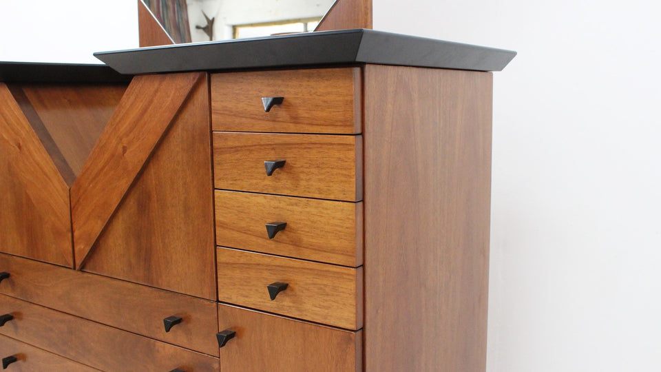 Italian design chest of drawers 1980s