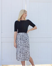 Load image into Gallery viewer, Lovely Print Skirt