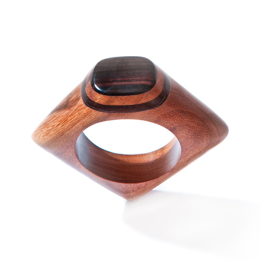 STATEMENT KNUCKLE BANGLE. RED WOOD