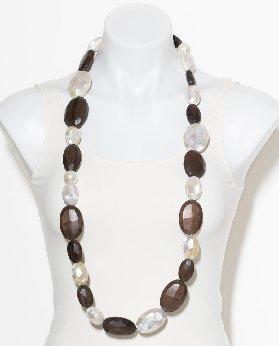 FACETED WOOD AND MOP NECKLACE WOOD/MOP/FAUX PEARL