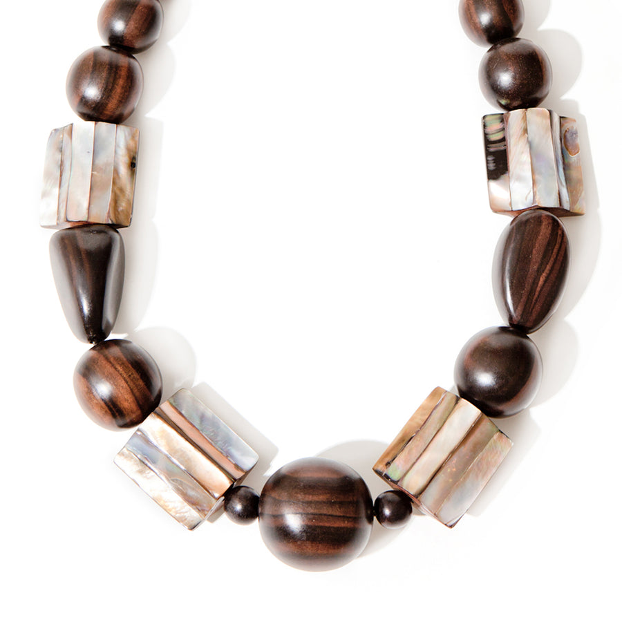 SINGLE STRAND BEADED NECKLACE WITH SHELL WOOD/BLUSH
