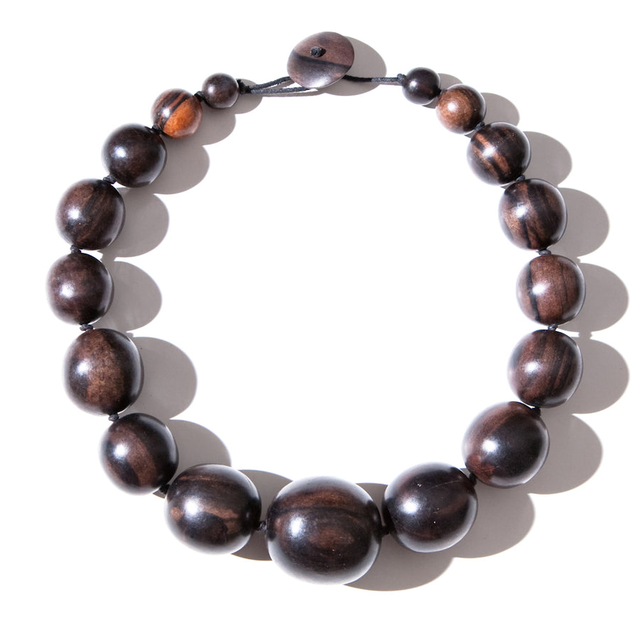 SHORT BEADED WOOD NECKLACE