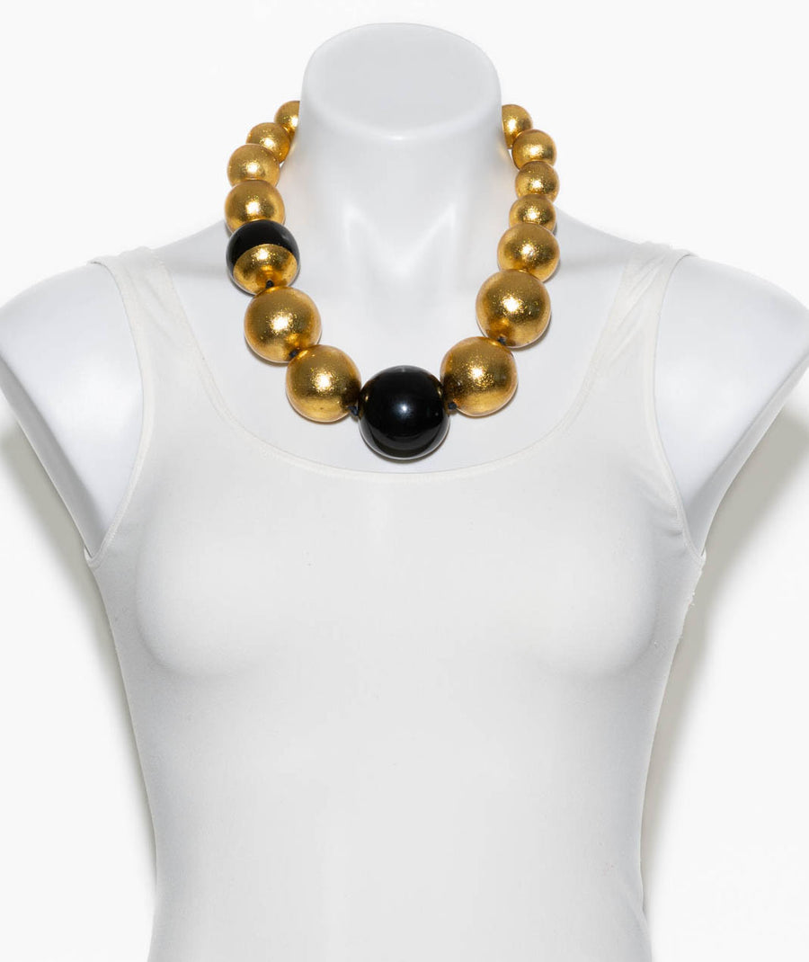 SHORT BEADED GOLD FOIL NECKLACE WITH ACCENTS
