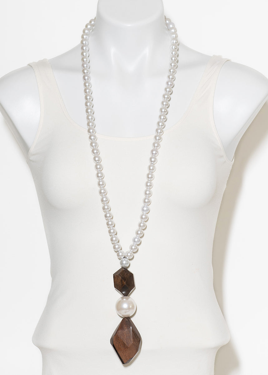 FAUX PEARL AND FACETED WOOD PENDANT NECKLACE