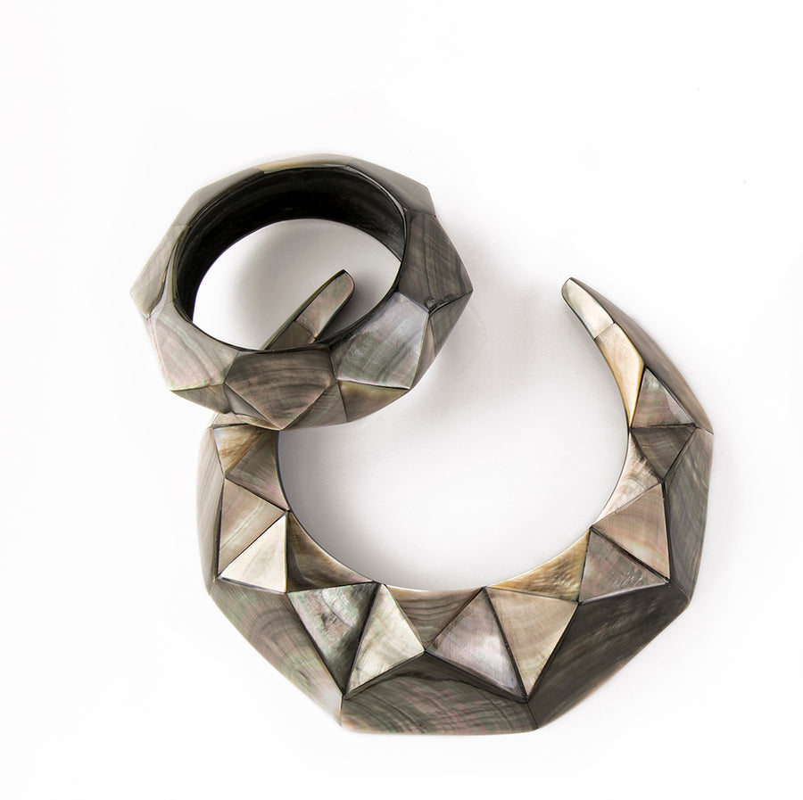 FACETED PYRAMID MOP BANGLE. BLACK MOP