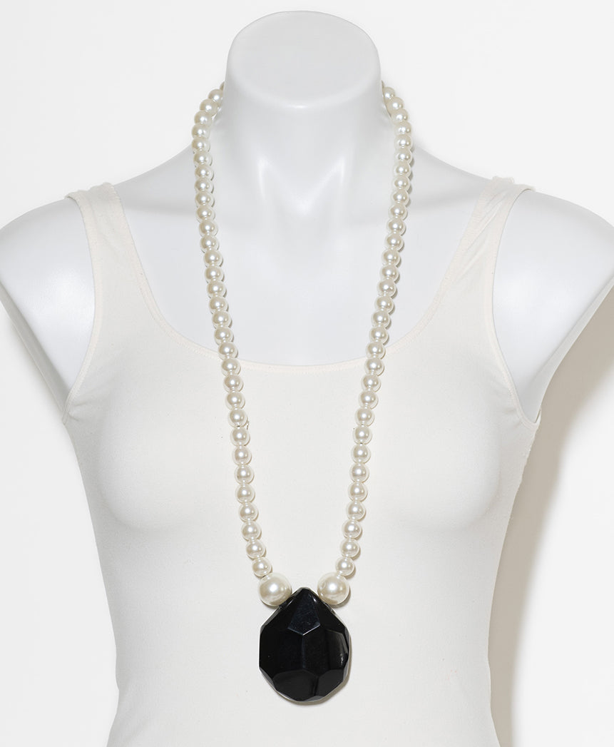 FAUX PEARL AND BLACK FACETED RESIN PENDANT