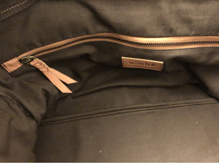 Handmade leather luggage bag interior