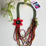 Beaded necklace flower red & green - Mostacilla