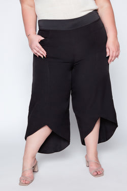 Calça Pantacourt Plus Size Lisa - Preto