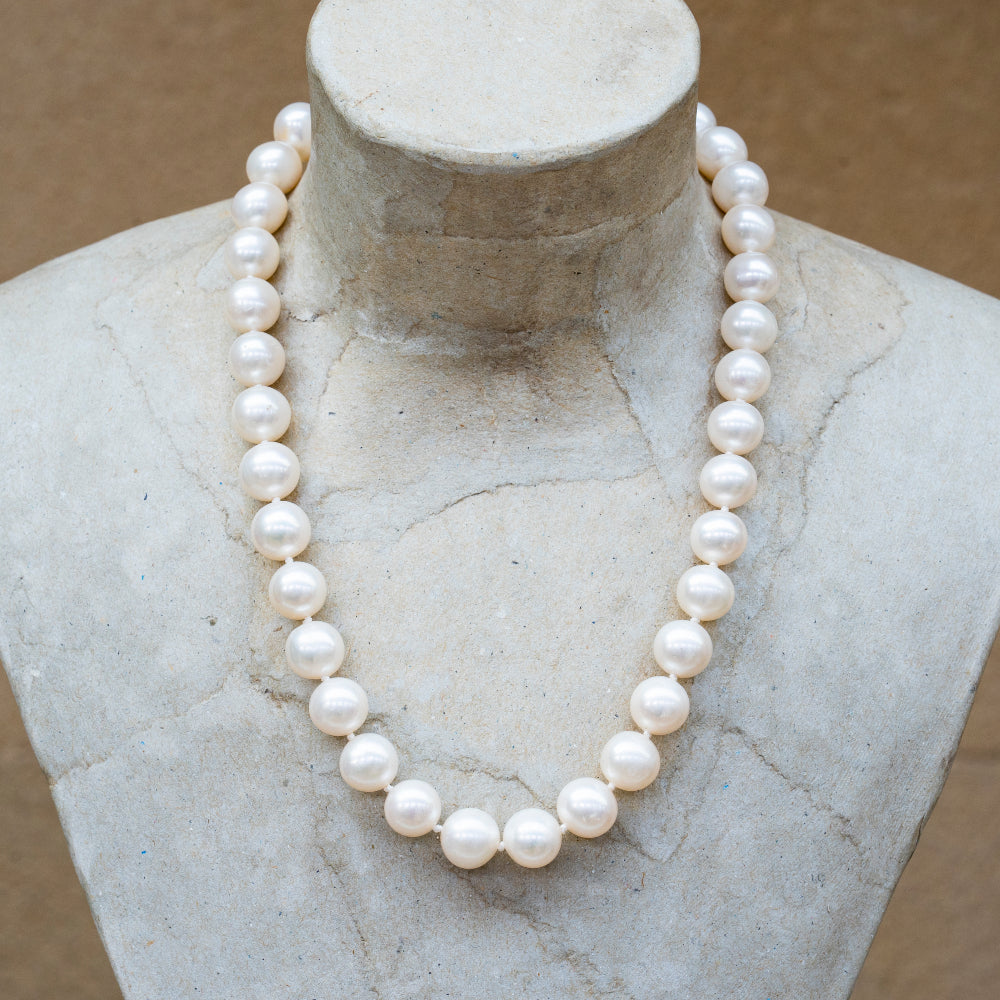 White pearl 10mm round bead necklace