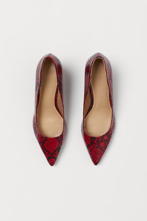 H & M RED SNAKEPRINT POINTED COURT SHOES