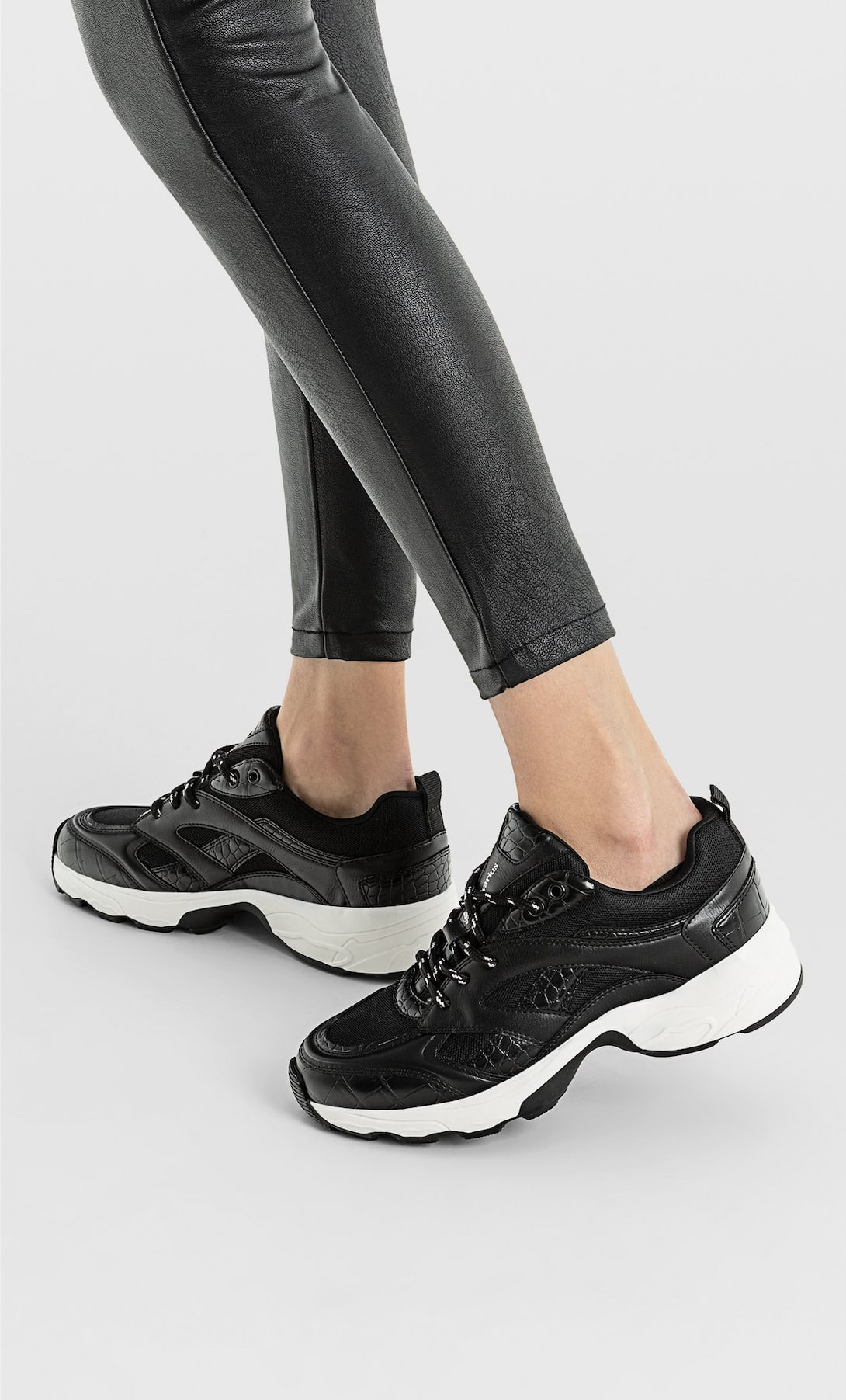 STRADIVARIUS CHUNKY SOLE TRAINERS WITH TRIMS IN BLACK