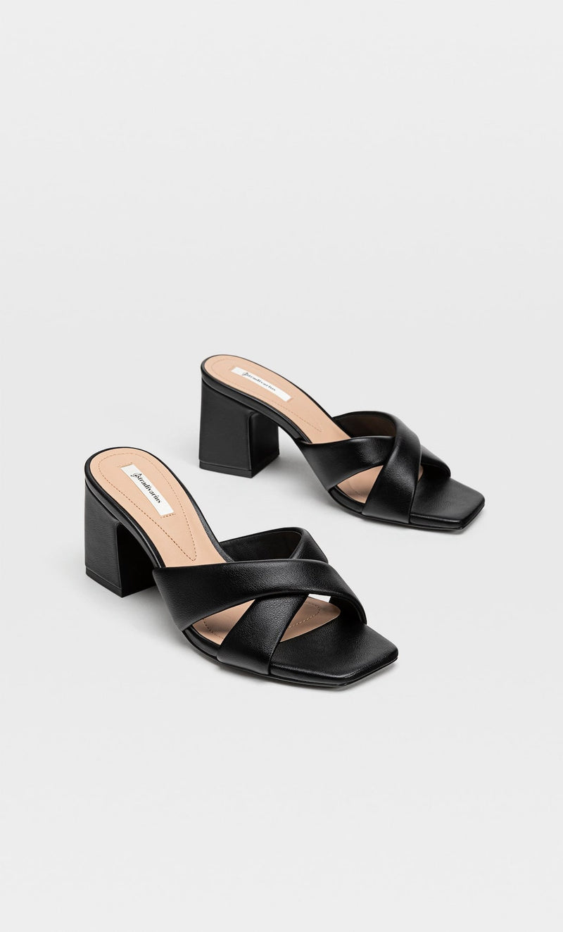 STRADIVARIUS PADDED HEELED SANDAL IN BLACK