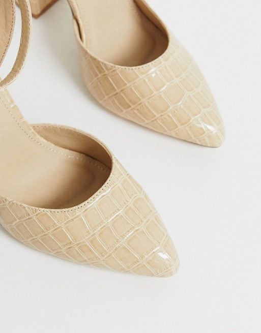 TRUFFLE COLLECTION POINTED BLOCK HEEL IN BIEGE CROC