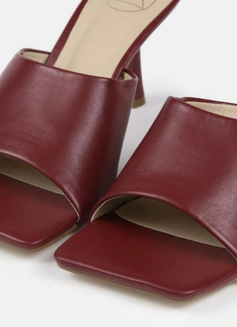 MISSGUIDED BURGUNDY SQUARE TOE LOW HEEL MULES