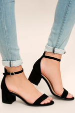 LULUS ANKLE STRAP BLOCK HEEL SANDAL IN BLACK