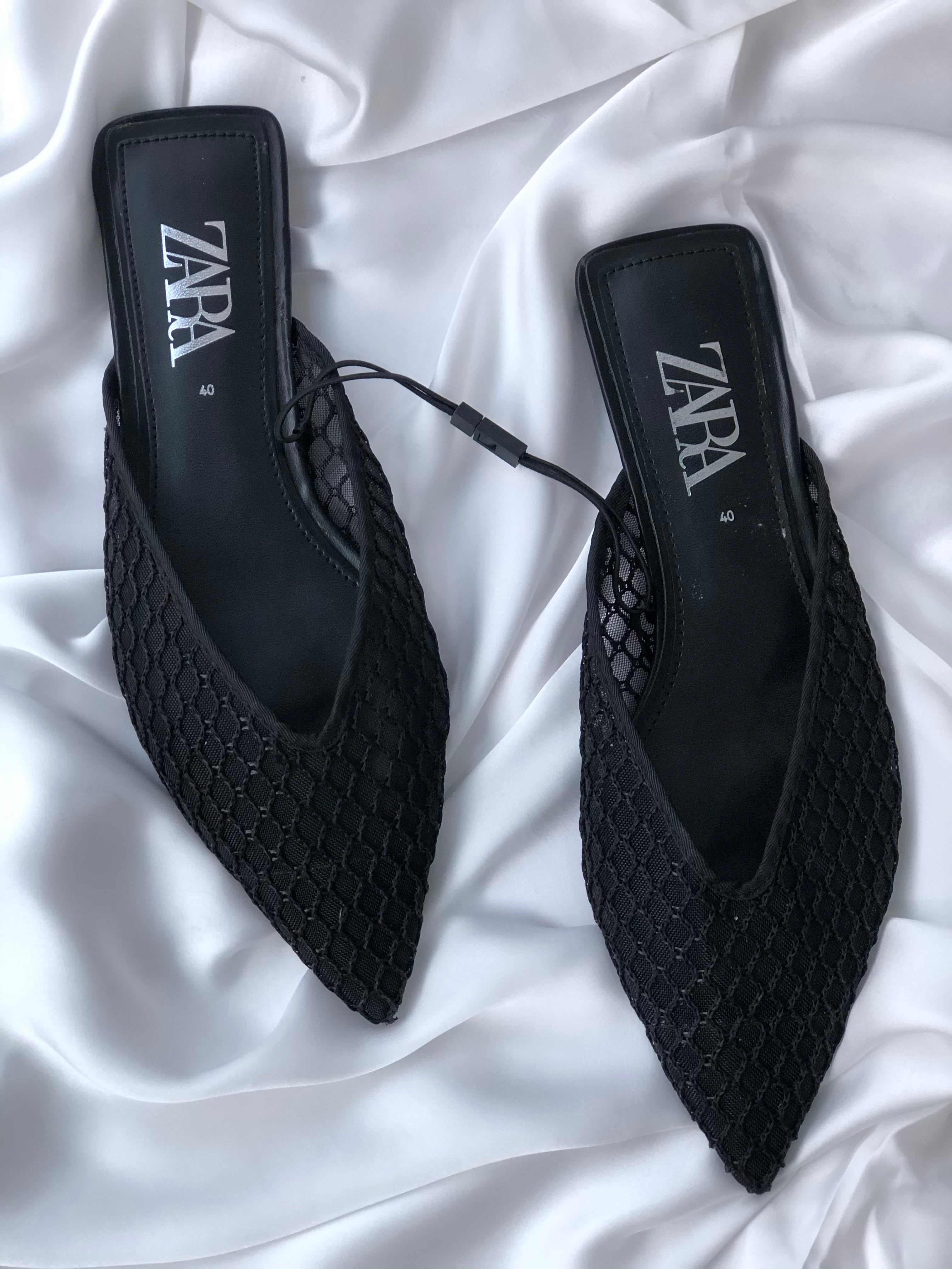 ZARA MESH V-CUT BLACK SLIDERS
