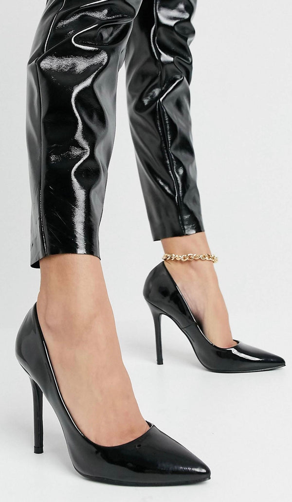 GLAMOROUS COURT SHOES IN BLACK PATENT