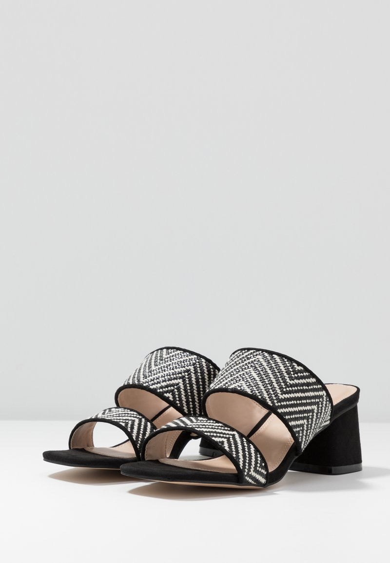 TOPSHOP DINA BLACK AND WHITE BLOCK MULES