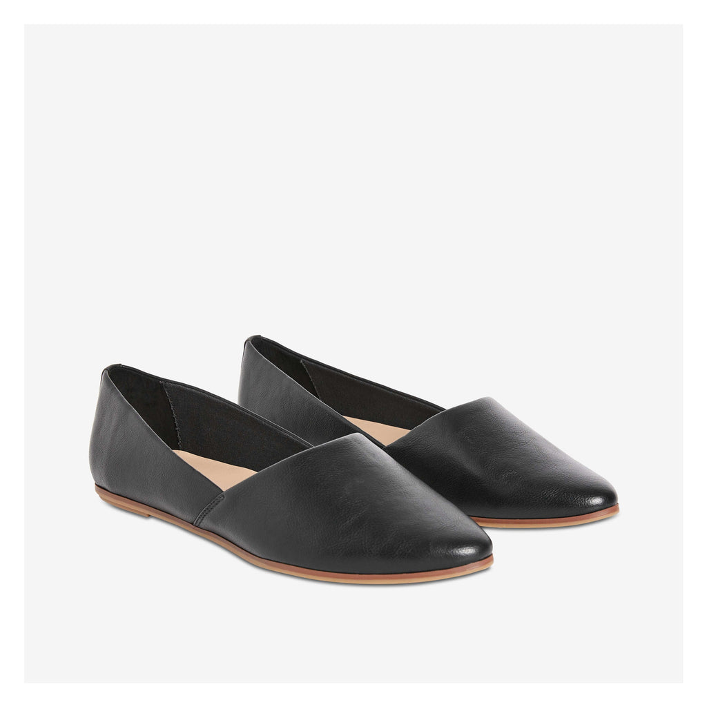 JOE FRESH POINTED TOE BALLERINA