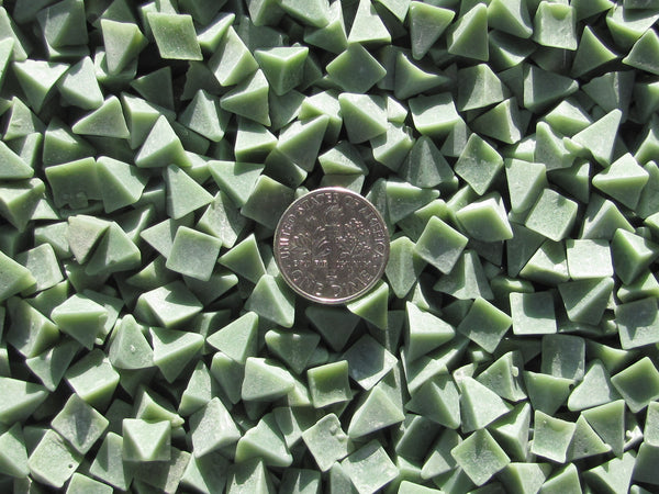 2 Lb. 1/4 X 1/4 X 1/4 Pyramid - X General Purpose Plastic Tumbling Media - Algrium