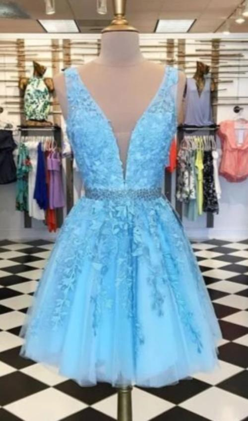 Knee Length V-neckline Blue Lace Homecoming Dress - daisystyledress