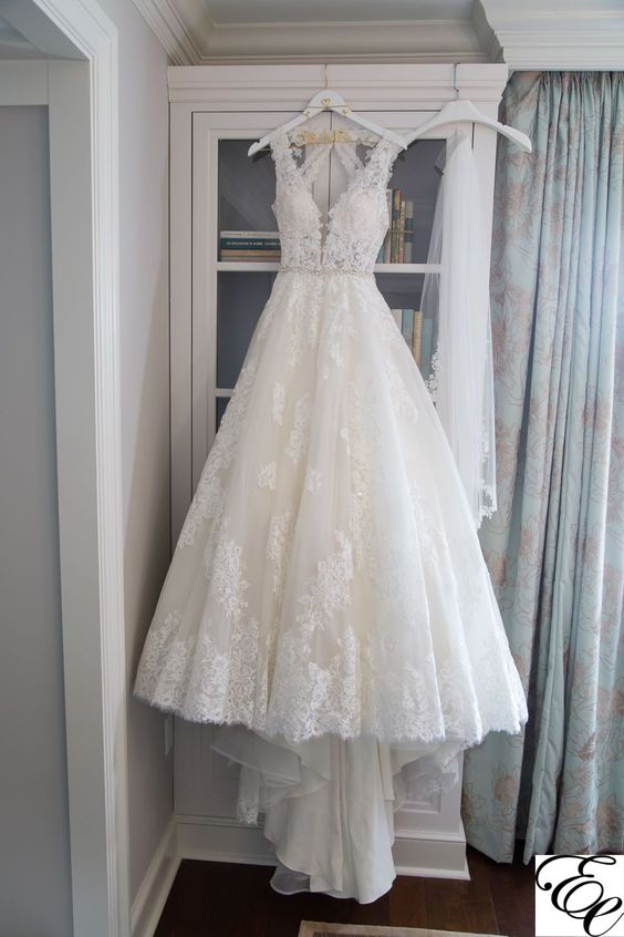 A line V-neckline Lace Wedding Dress