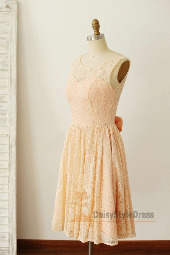 Knee Lengh V-back Lace Vintage Bridesmaid Dress - daisystyledress