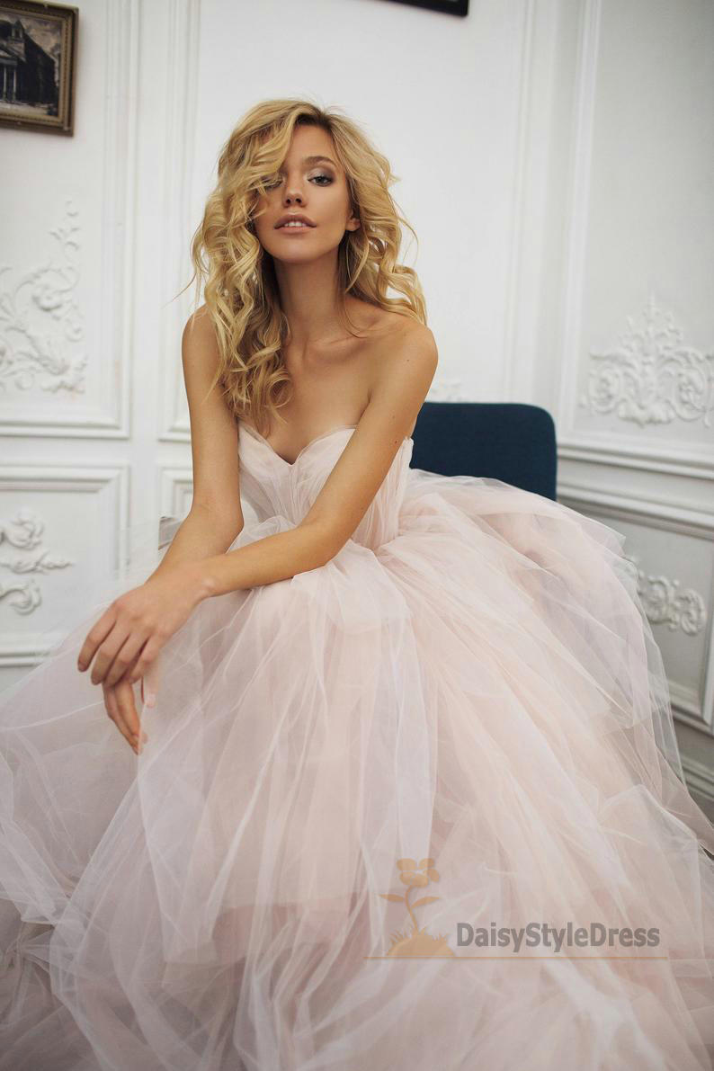 Sweetheart Neckline Romantic Blush Tulle Wedding Dress - daisystyledress
