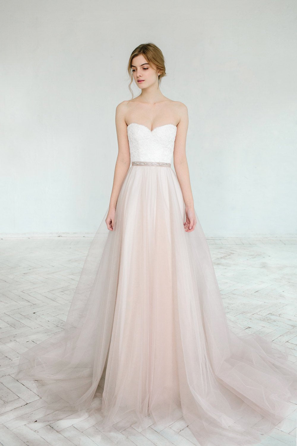 Classic Ball Gown Sweetheart Wedding Dress - daisystyledress