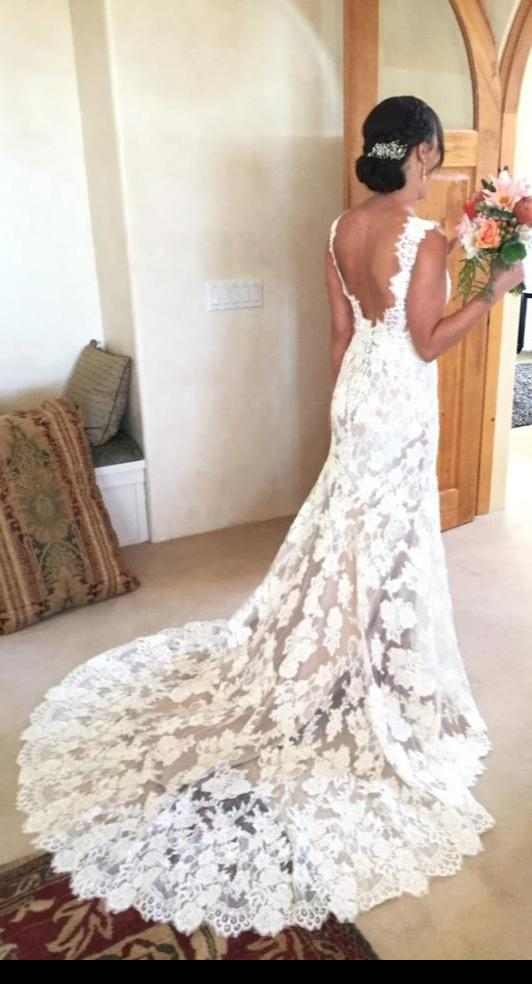 High Quality French Lace Deep V-back Wedding Dress - daisystyledress